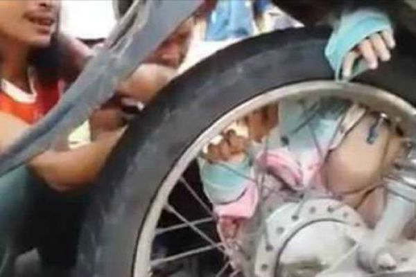 two months old baby stuck in bike rear wheel - OMG News in Hindi