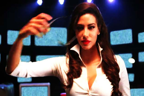 Bollywood Gossips   Agent Vinod Mallika Haydon item numberMallika Haydon Agent Vinod