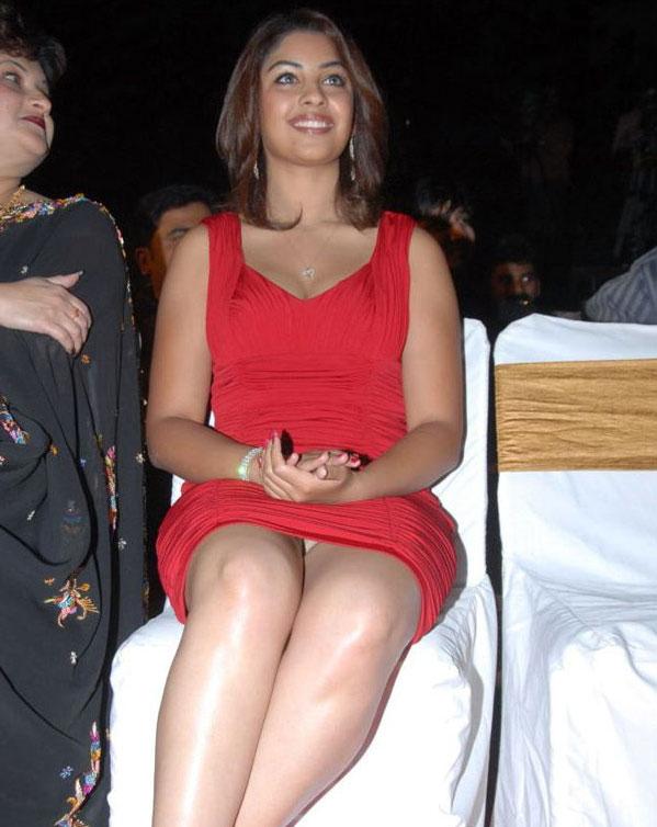 bollywood actress upskirt | khaskhabar.
