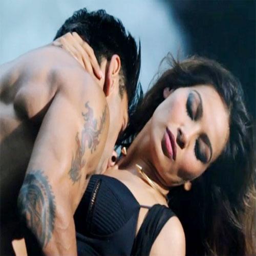 Bipasha and Karan get steamy in Alone