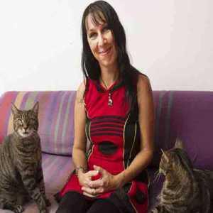 इस महिला ने की बिल्लियों से शादी, क्यों ...