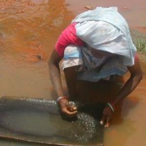 देश में ऎसी नदी जो मुफ्त बांटती है सोना