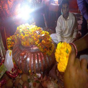 इस मंदिर में सात दिन जलाए दीपक, हो जाएगी शादी