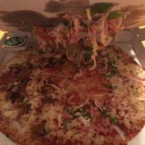 पिज्जा के साथ सफेद प्लास्टिक का टुकडा क्यों!