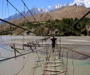 दुनिया के पांच सबसे खतरनाक रोप ब्रिज