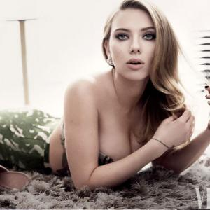 hollywood pregnant scarlett johansson in no hurry to marry