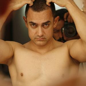 masala aamir khan to go  nude for  pk poster