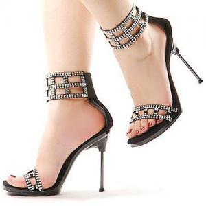 ...तो ऎसी सैंडल पहनने वाली लडकियां होती हैं ईमानदार