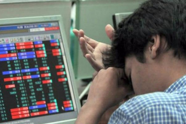 impact of corona havoc sensex falls below 40000 431428