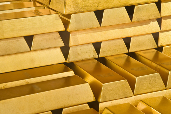 gold retreats from record high amid economic uncertainty 443929