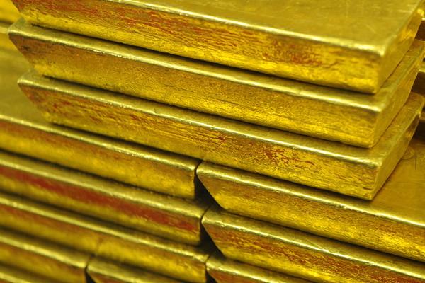 gold again at fresh high nears rs 50000 10 gm 446631