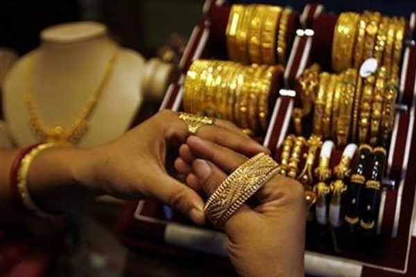 gold sets new record close to rs 52000 on mcx 447090