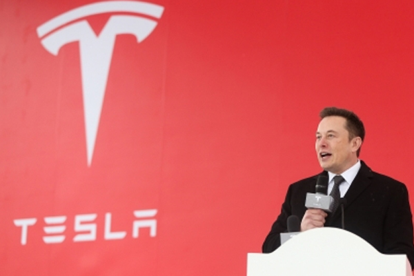 musk says chinese rival xpeng stole tesla and apple codes 459655
