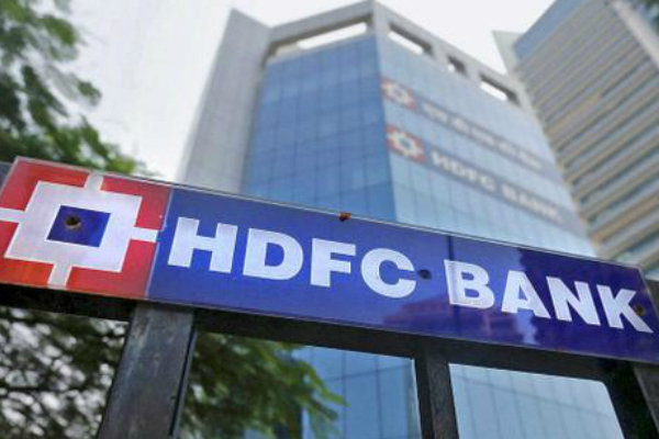 rbi bans hdfc for issuing new credit cards complaint of online services down for 2 years 460743