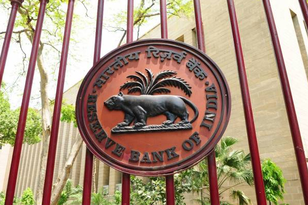 rbi fixed the term of bank md and ceo for 15 years 476598