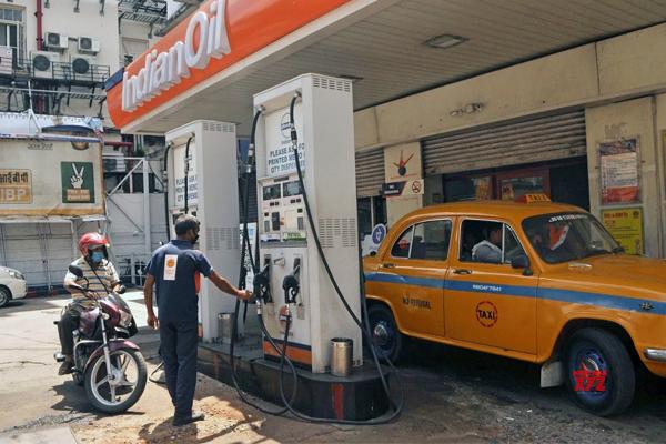 petrol diesel price hike continues unabated 493259