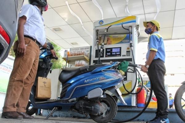 petrol diesel costlier again petrol in delhi rs 10479 per liter 493557