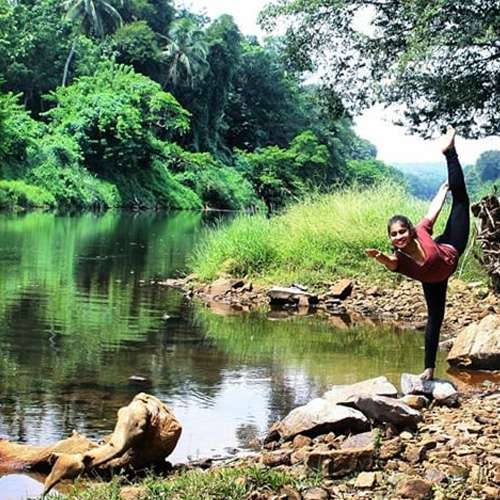 Mumbai yogi Natasha Noel tells you how to practice yoga anywhere - OMG News in Hindi