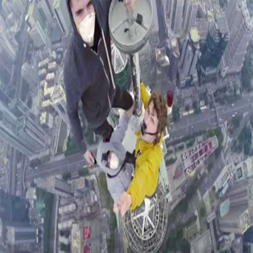 Amazing mad youngsters took selfie from 1260 feet in china - OMG News in Hindi