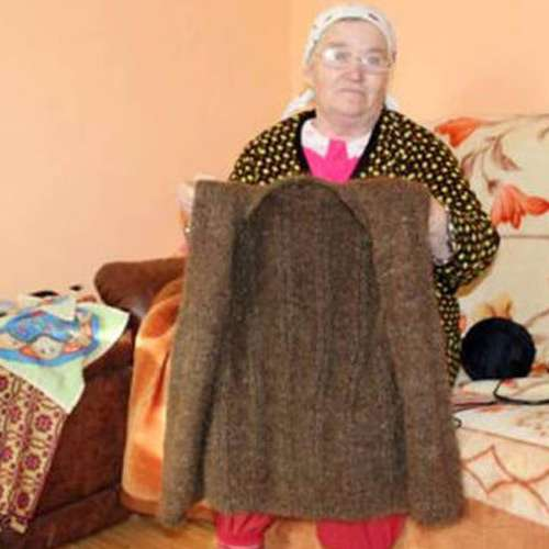 Romanian woman weaves coat from her own hair - OMG News in Hindi