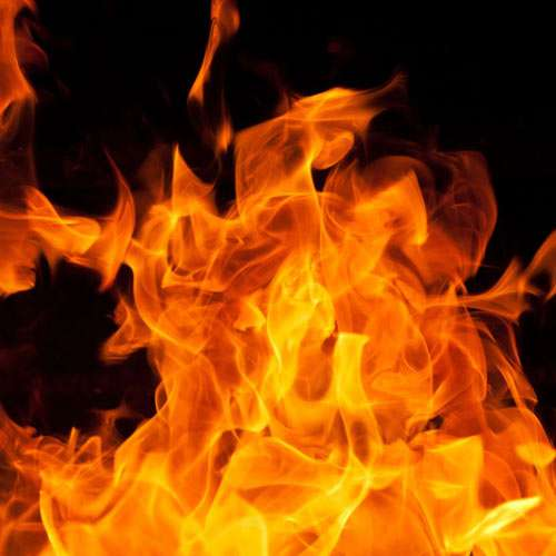 news fire at delhi slum claims lives of  children - India News in Hindi