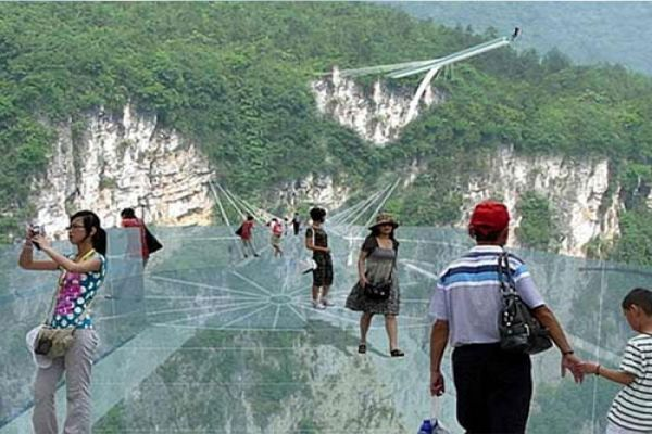 ajabgajab longest and highest glass bottom bridge of world will open in china - OMG News in Hindi