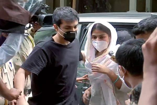 SSR case: Rhea Chakraborty admits to consuming drugs during NCB probe