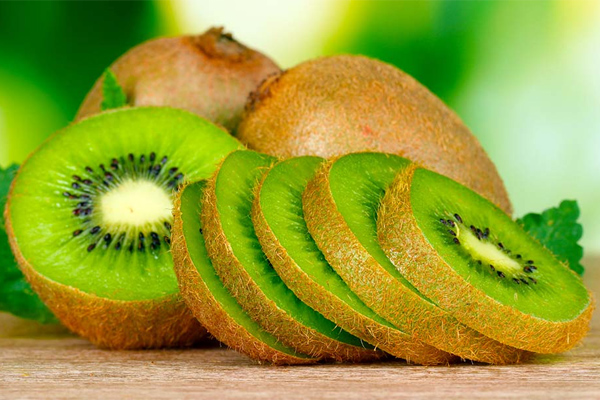 4 Reasons to eat kiwi every day
