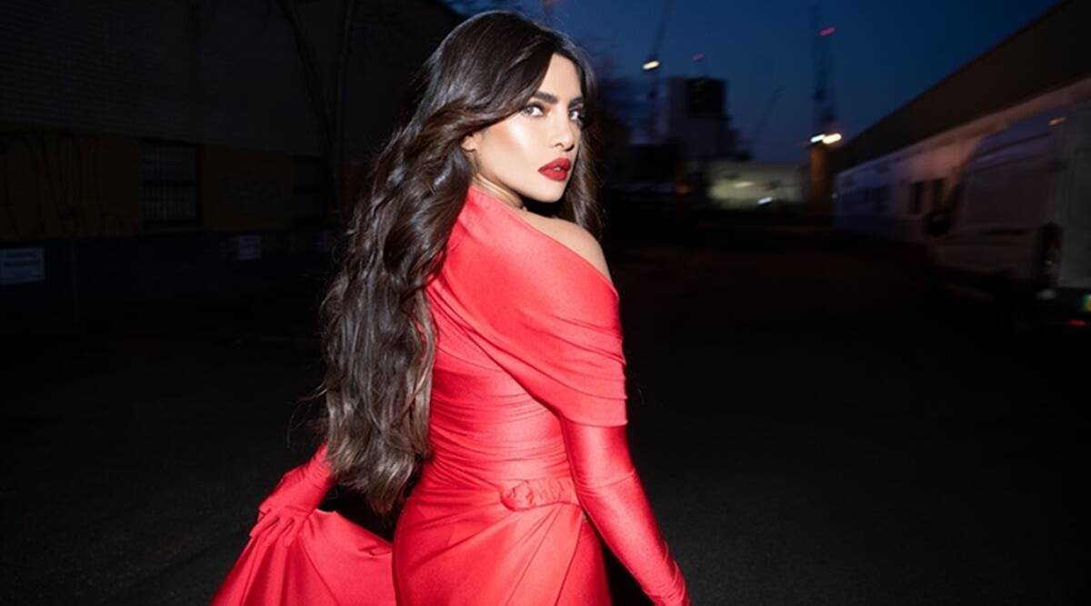 The latest undivided look of Priyanka Chopra in red- Check Pics