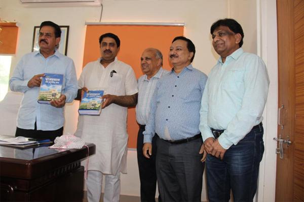 सहकारिता मंत्री ने राजस्थान को-ऑपरेटिव कोड पुस्तक का किया विमोचन