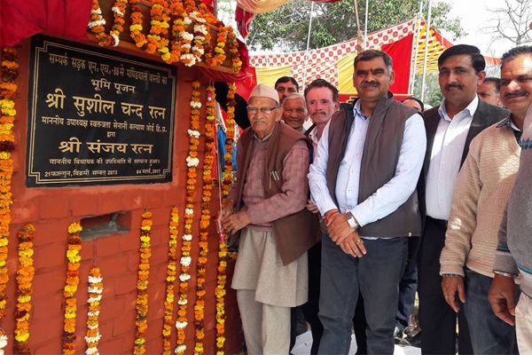 The ground breaking ceremony of the roads by Sushil Rattan - Kangra News in Hindi
