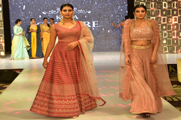 Models walk the ramp with cultural costumes in Kota Cottage Show - Jaipur News in Hindi