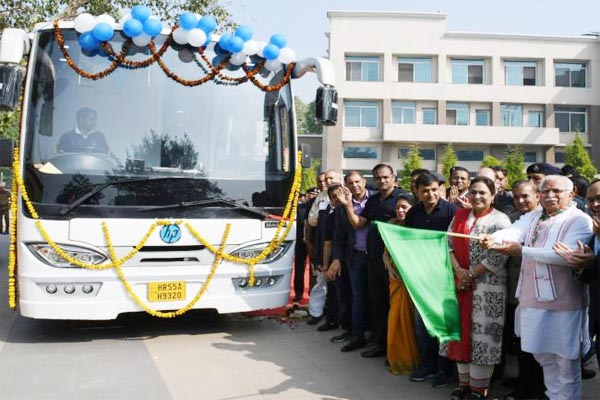 CM Manohar Lal leaves HP Computer on Wheels to impart basic computer education in rural areas - Chandigarh News in Hindi
