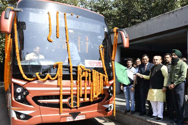 Transport Minister Moolchand Sharma flagged off 2 Volvo buses in Chandigarh - Chandigarh News in Hindi