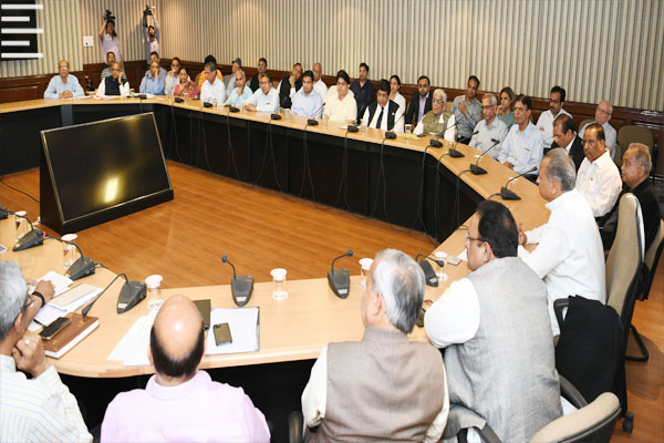 Chief Minister Ashok Gehlot said, Stopping community transmission of corona virus is our top priority - Jaipur News in Hindi