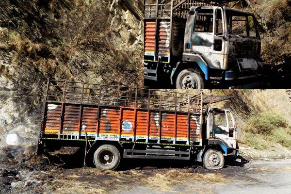 truck full of grass retread in fire - Mandi News in Hindi