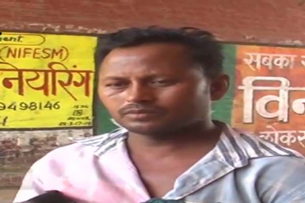 body of a daughter carrying a corpse lap in kausambi - Kaushambi News in Hindi