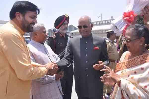 अंबाला वायुसेना स्टेशन पर राष्ट्रपति का स्वागत, गीता जयंती महोत्सव में हाेंगे शामिल