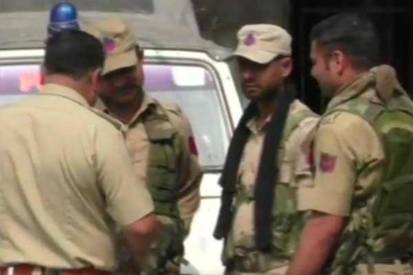 जालंधर से 3 कश्मीरी छात्र गिरफ्तार, AK47, 90 कारतूस, एक पिस्टल, आरडीएक्स बरामद