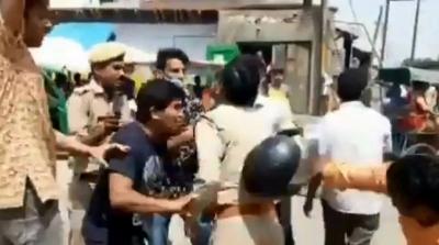 आरएसएस समर्थकों और पुलिस के बीच झड़प, एसपी ने किया जांच का वादा
