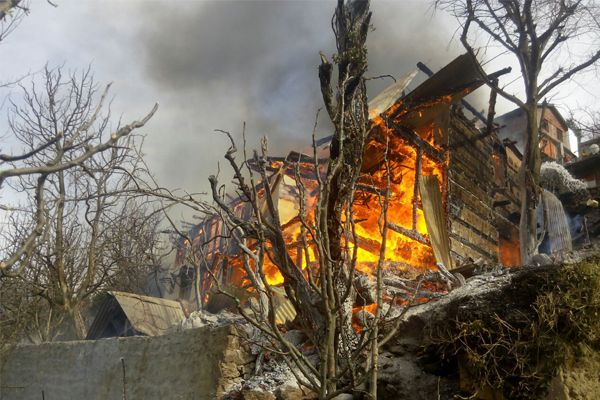 Two buildings in ashes of Garade village in Nichar - Bhavnagar News in Hindi
