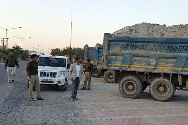 Action against illegal mining 11 arrested seized machines - Noida News in Hindi