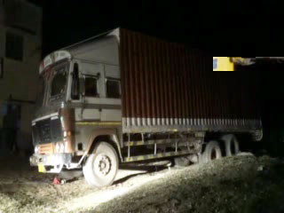 25 lakh Illegal liquor container Seized on NH 52 in Churu smuggler escapes - Churu News in Hindi