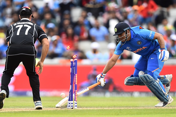 2 fans die as India lose semi-final thriller to NZ - Cricket News in Hindi