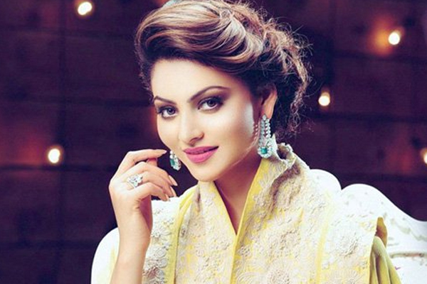 Urvashi Rautela sets the mercury soaring with a bedroom pic - Masala Gossips in Hindi