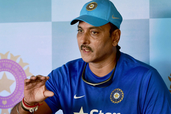 Rohit, Ishant need to be on flight in 4-5 days to play Tests: Shastri - Cricket News in Hindi