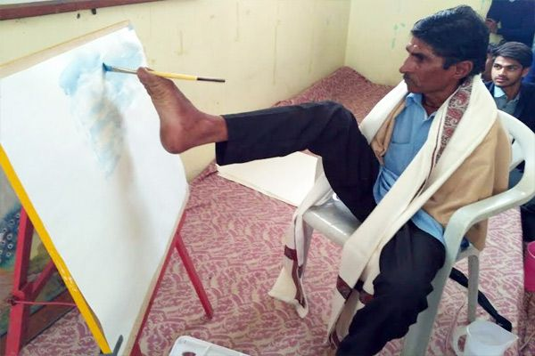 Awesome talent feet make stone carving sculptures - Udaipur News in Hindi