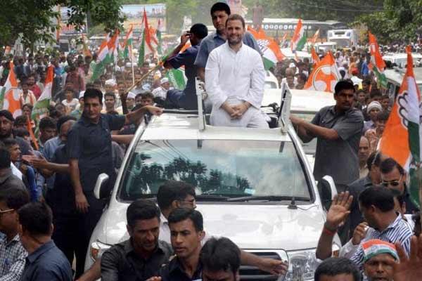 राहुल ने जनसभा में मोदी-वसुंधरा पर साधा निशाना और गहलोत को सराहा