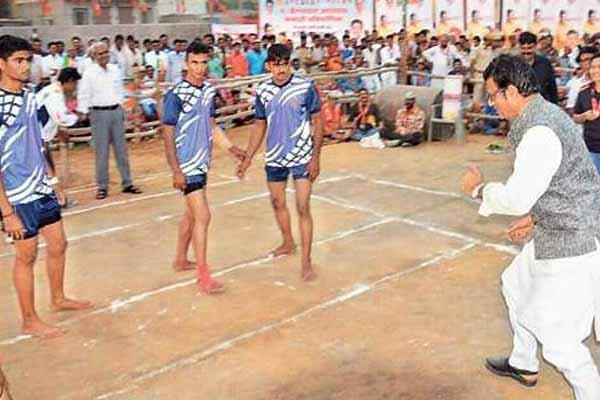 Panchayat Raj minister Rajendra Rathor competed in the kabaddi with the winning team in Churu - Churu News in Hindi