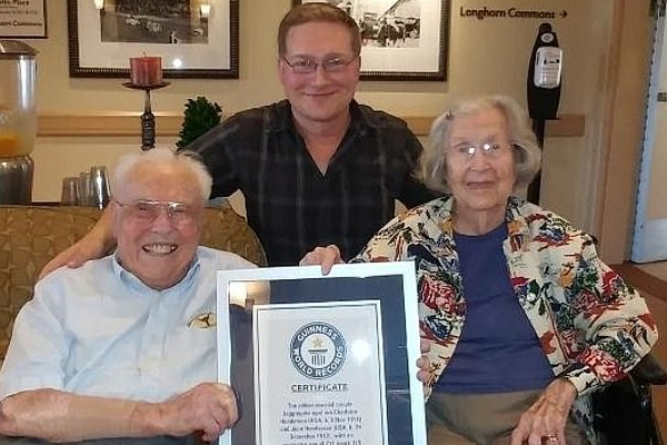 Oldest living couple celebrates 80th wedding anniversary - Ajabgajab Photo Gallery